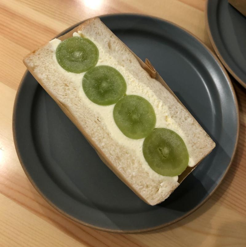 シャインマスカットのサンドイッチ